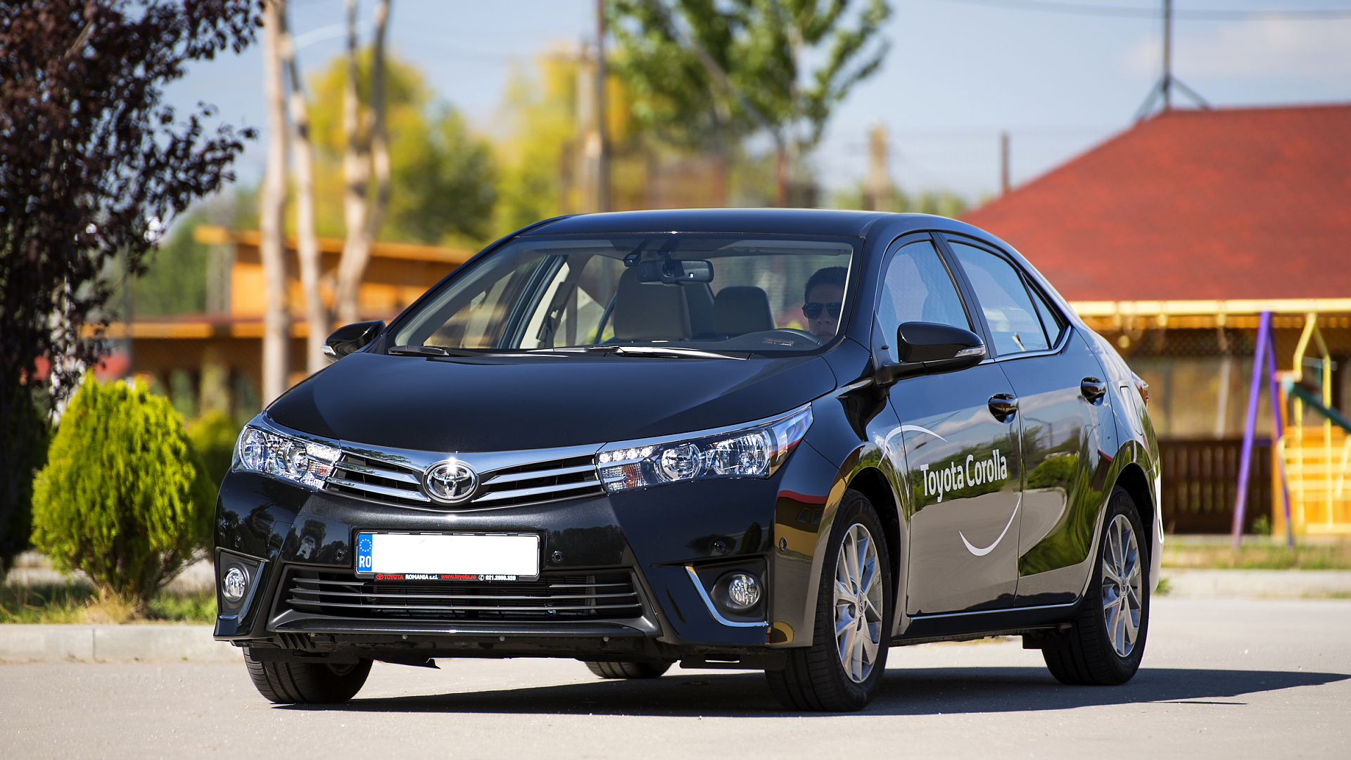 2014-toyota-corolla-review-2013_57