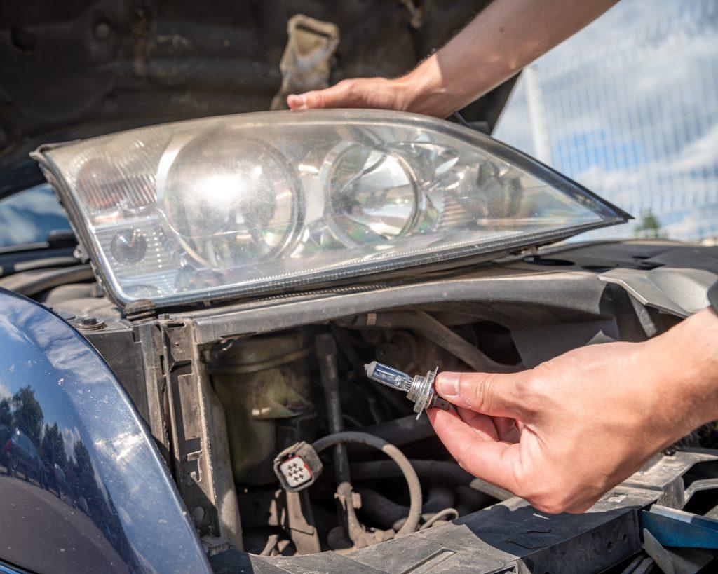 ¿Sabes por qué el silvin de tu auto se quema internamente? (Tocar bombillo)