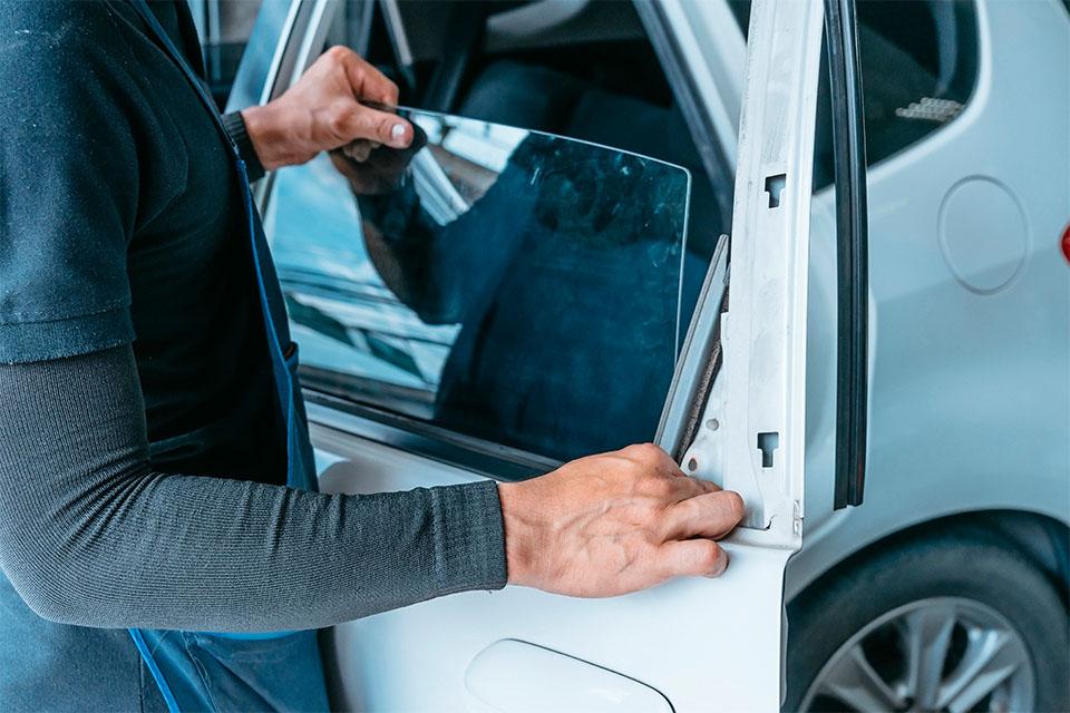 ¿El Vidrio de tu auto esta atascado?